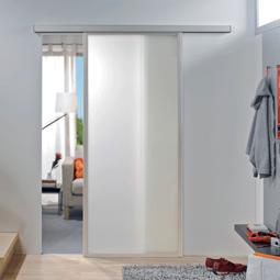 Portes intérieures coulissantes avec encadrement en alu – le mix des matières bien réussi